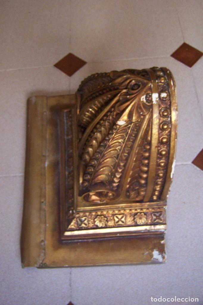 Antigüedades: ANTIGUA MÉNSULA, PEANA DE PARED PARA FIGURA O SIMILAR. ESCAYOLA DORADA- COBRIZA. - Foto 2 - 162299158