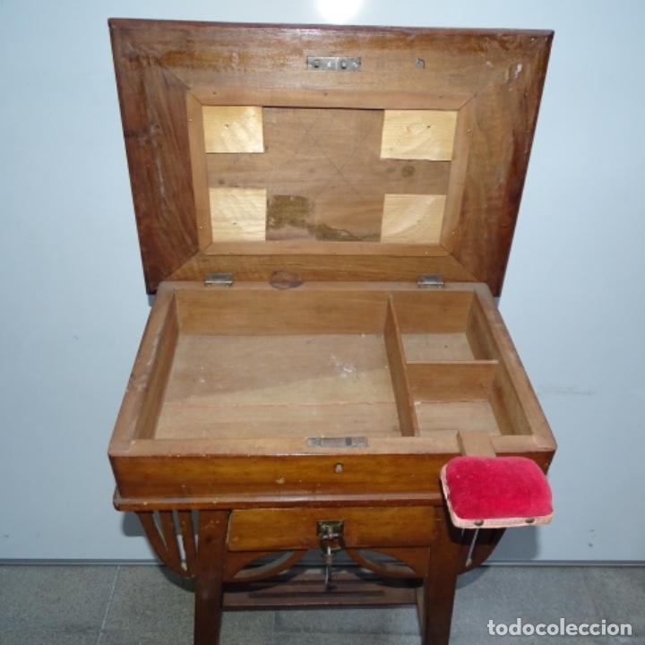 Antigüedades: Antiguo Costurero modernista de madera.bien conservado y con llave original. - Foto 3 - 162324494