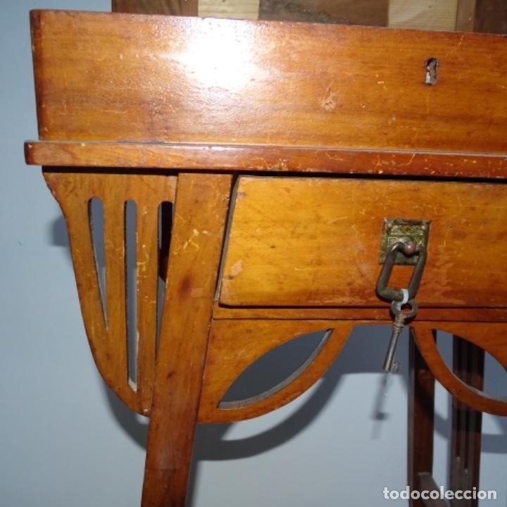 Antigüedades: Antiguo Costurero modernista de madera.bien conservado y con llave original. - Foto 5 - 162324494