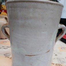 Antigüedades: GRAN VASO DE CERÁMICA BLANCA VASCA 30X22CTMS. Lote 162343438
