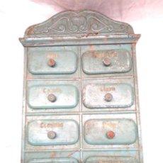 Antigüedades: MUEBLE ESPECIERO MODERNISTA COCINA 8 CAJONES, COMPLETO, DE HOJALATA. Lote 162363210