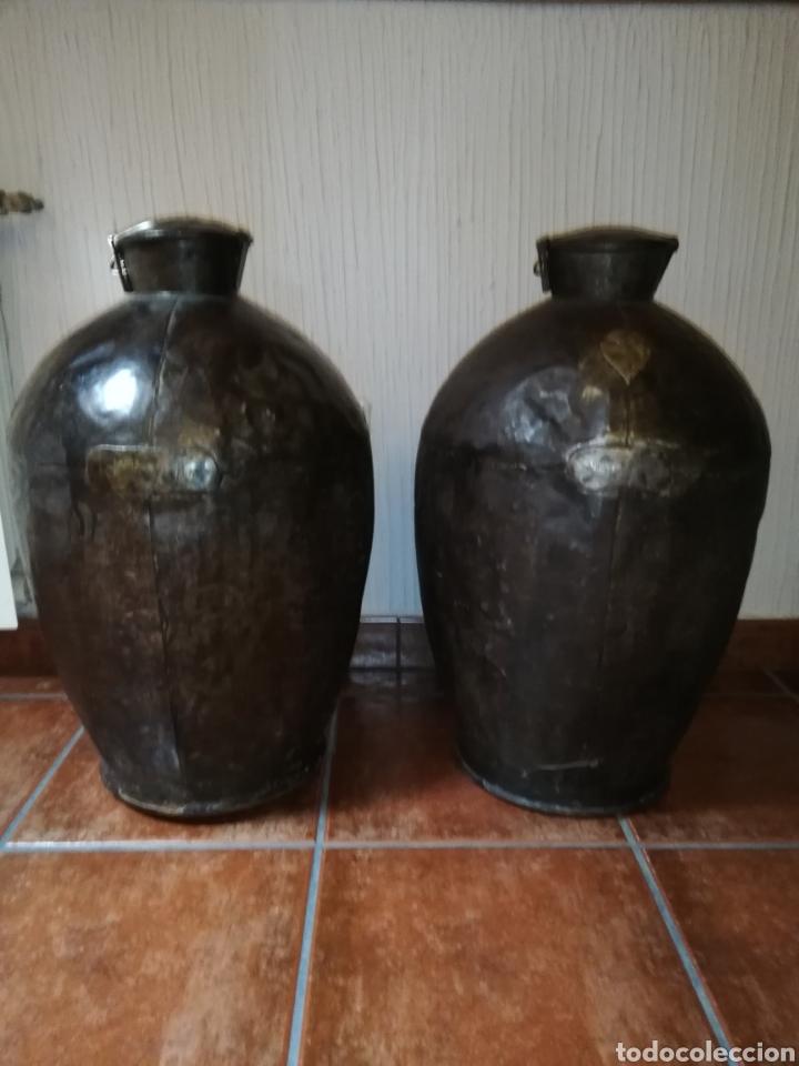 EXCELENTE PAREJA DE LECHERAS DE HIERRO (Antigüedades - Técnicas - Rústicas - Ganadería)