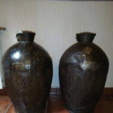 Antigüedades: EXCELENTE PAREJA DE LECHERAS DE HIERRO. Lote 162427022