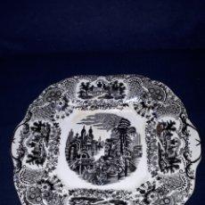 Antigüedades: BANDEJA SEMICUADRADA PICKMAN VISTAS DE LA CARTUJA DE SEVILLA 1950. Lote 162458586