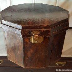 Antigüedades: SOMBRERERO OCTOGONAL DE MADERA DE LOS AÑOS 20. Lote 162461982