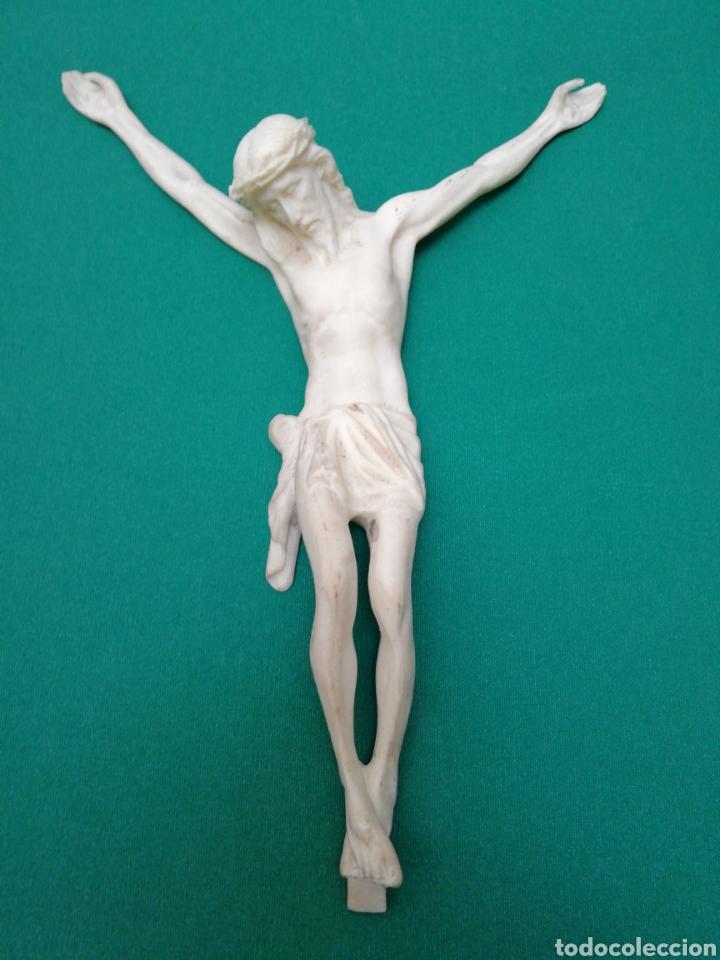 CRISTO SIN CRUZ - RESINA BLANCA - ALTURA MAXIMA: 31 CMS. APROX. (Antigüedades - Religiosas - Crucifijos Antiguos)