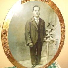 Antigüedades: ANTIGUO CUADRO CON FOTOGRAFÍA DE POLÍTICO DE ALICANTE. OVALADO MIDE 65/51 CM . Lote 162518738