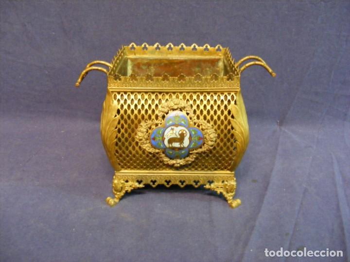 JARDINERA ANTIGUA EN METAL Y CLOISONNE (Antigüedades - Hogar y Decoración - Jardineras Antiguas)
