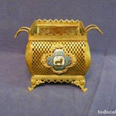 Antigüedades: JARDINERA ANTIGUA EN METAL Y CLOISONNE. Lote 203519285