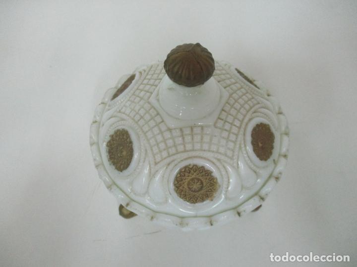 Antigüedades: Bonito Joyero, Bombonera - Cristal Opalina Blanco - Fina Talla - Motivos en Dorado -Principios S. XX - Foto 6 - 162544842