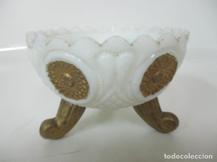 Antigüedades: Bonito Joyero, Bombonera - Cristal Opalina Blanco - Fina Talla - Motivos en Dorado -Principios S. XX - Foto 12 - 162544842
