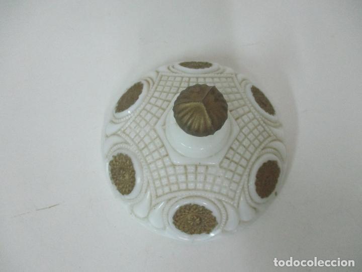 Antigüedades: Bonito Joyero, Bombonera - Cristal Opalina Blanco - Fina Talla - Motivos en Dorado -Principios S. XX - Foto 17 - 162544842