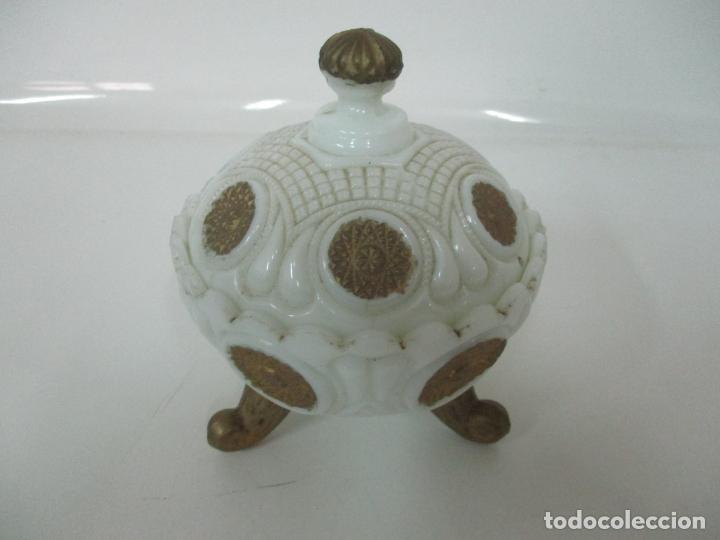 Antigüedades: Bonito Joyero, Bombonera - Cristal Opalina Blanco - Fina Talla - Motivos en Dorado -Principios S. XX - Foto 19 - 162544842