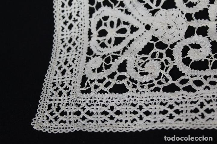 Antigüedades: 304 Cuadrante completamente bordado a mano, labor minuciosa, s XIX - Foto 3 - 162560262