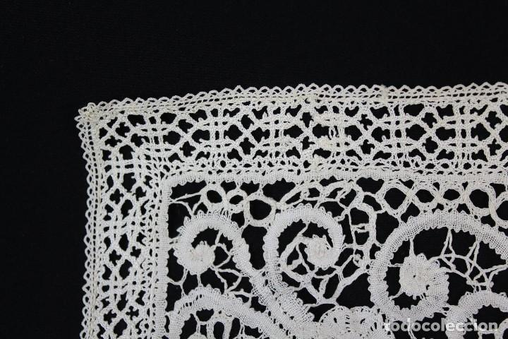 Antigüedades: 304 Cuadrante completamente bordado a mano, labor minuciosa, s XIX - Foto 4 - 162560262