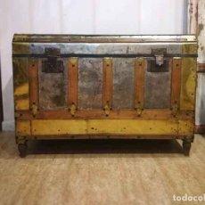 Antigüedades: BAÚL ANTIGUO DE MADERA REFORZADO CON CHAPA METAL. Lote 162567610