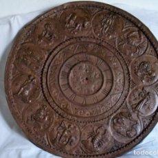 Antigüedades: RELOJ DE SOL DE COBRE HOROSCOPOS. Lote 162677074