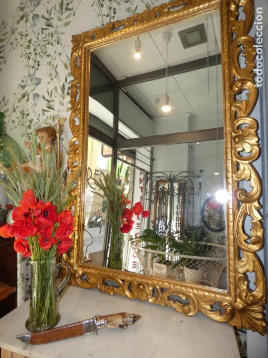 Antigüedades: Gran espejo estuco con pan de oro, finales siglo XIX.145 x 95 cms. Alguna pequeña falta. - Foto 10 - 162691762