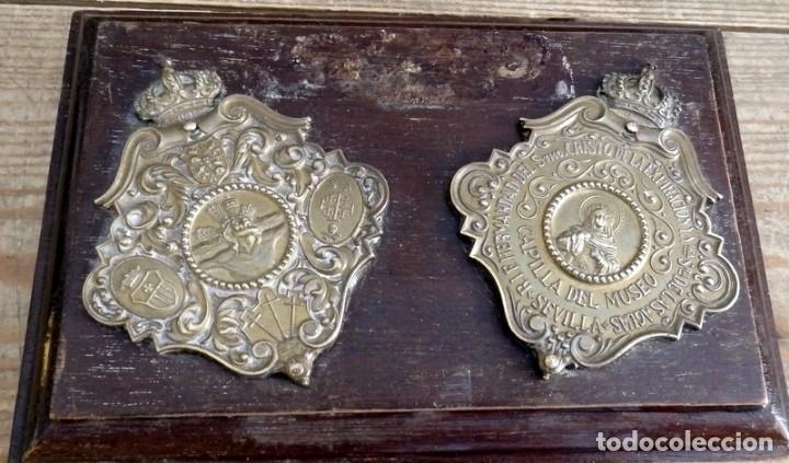 SEMANA SANTA SEVILLA, ANTIGUA PLACA CONMEMORATIVA HERMANDAD DEL MUSEO, 18X12 CMS (Antigüedades - Religiosas - Medallas Antiguas)
