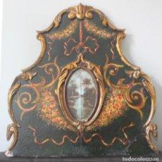 Antigüedades: POSIBLE CABECERO DE CAMA EN MADERA POLICROMADA CENTRO OVALO CON PINTURA AL OLEO - MUY ANTIGUO. Lote 162704550