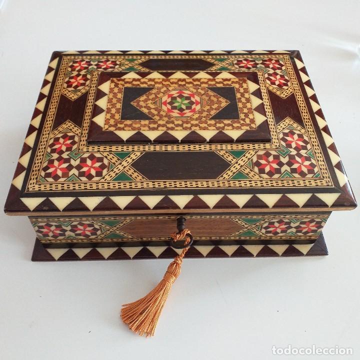PRECIOSO JOYERO . TARACEA DE GRANADA . AÑOS 70. (Antigüedades - Hogar y Decoración - Cajas Antiguas)