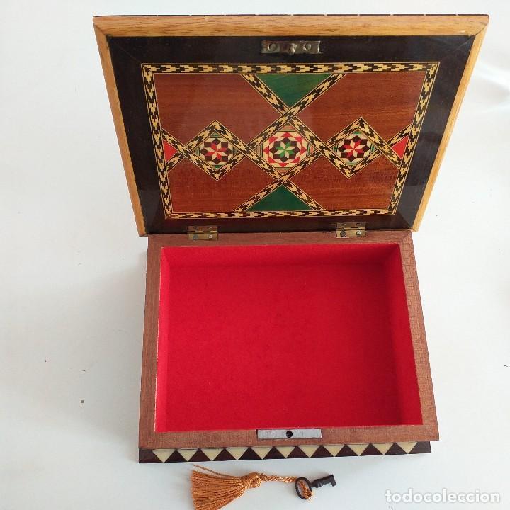 Antigüedades: Precioso joyero . Taracea de Granada . Años 70. - Foto 2 - 162711150