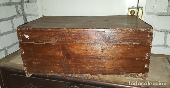 Antigüedades: CAJA RUSTICA PEQUEÑA DE PINO, - Foto 3 - 162765842