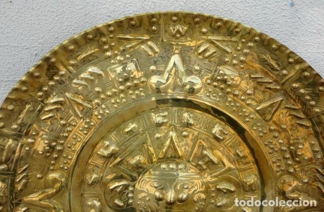 Antigüedades: Plato de laton del dios sol azteca - Foto 2 - 162771130