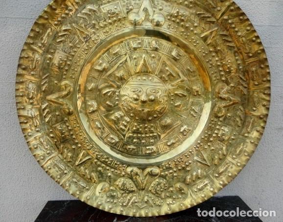 Antigüedades: Plato de laton del dios sol azteca - Foto 4 - 162771130