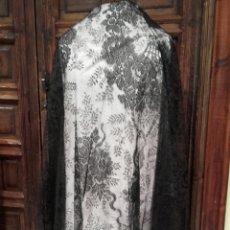Antigüedades: ANTIGUA MANTILLA DE BLONDA NEGRA.. Lote 162781065