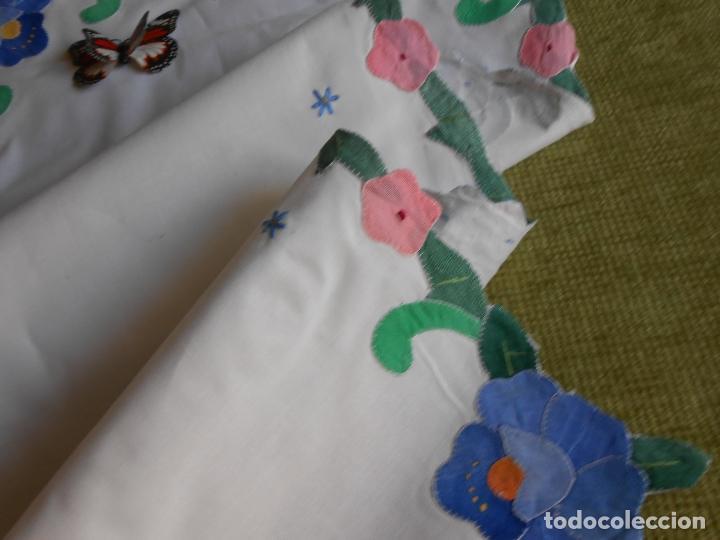 Antigüedades: Bonito camino de mesa, años 80.Bordado y tela aplicada a mano. Algodon 40 x 90 cm. Nuevo - Foto 4 - 162792390