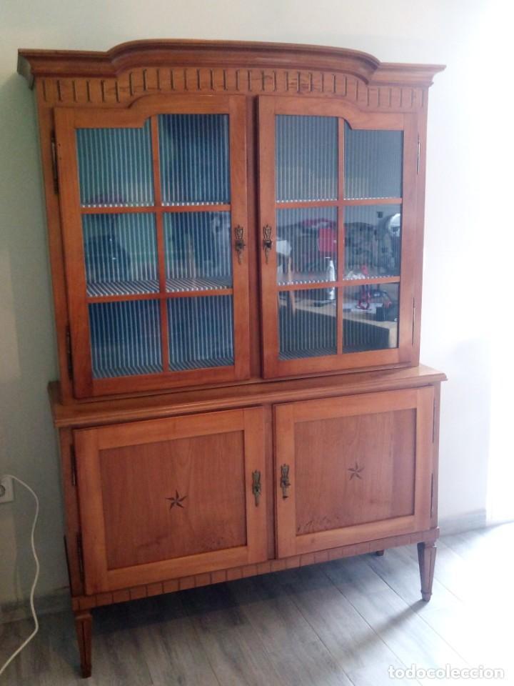 Antigüedades: Antigua vitrina de madera noble con estrellas de marquetería.Llaves originales.Años 20/30 - Foto 4 - 162794706
