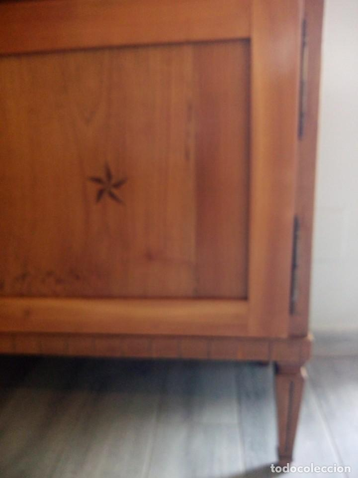 Antigüedades: Antigua vitrina de madera noble con estrellas de marquetería.Llaves originales.Años 20/30 - Foto 11 - 162794706