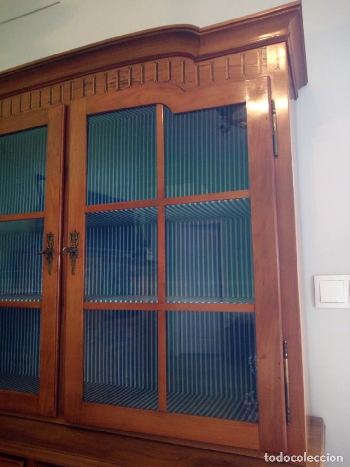 Antigüedades: Antigua vitrina de madera noble con estrellas de marquetería.Llaves originales.Años 20/30 - Foto 12 - 162794706