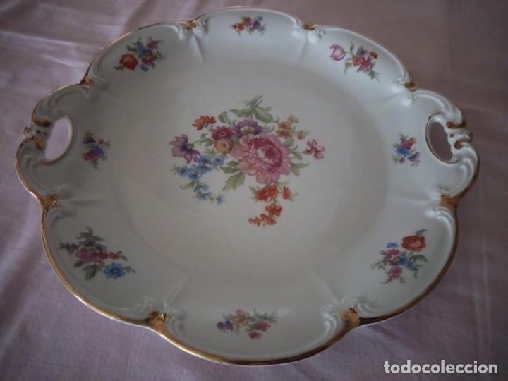 Antigüedades: Precioso plato tartero de porcelana bavaria tirschenreuth germany,motivo flores y oro. - Foto 2 - 218428381