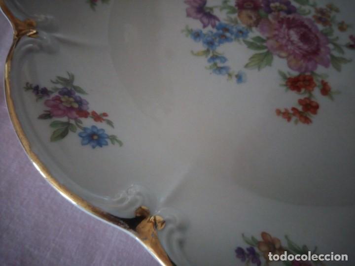 Antigüedades: Precioso plato tartero de porcelana bavaria tirschenreuth germany,motivo flores y oro. - Foto 5 - 218428381