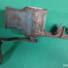 Antigüedades: ANTIGUO RAYADOR DE PAN MARCA GEBA, HIERRO FUNDIDO. Lote 162882786