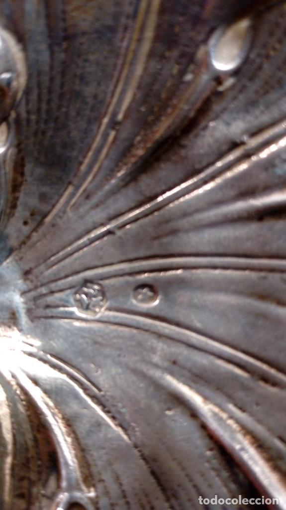 Antigüedades: CENTRITO DISEÑO HOJA CON TRES PIES. PLATA DE LEY PUNZONADA. TRABAJO EN BAJO RELIEVE. - Foto 3 - 162916302