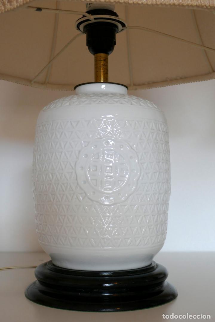 Antigüedades: Pareja de lámparas antiguas en porcelana china reticulada Blanc de Chine Dehua mediados s.XX vintage - Foto 6 - 162945650
