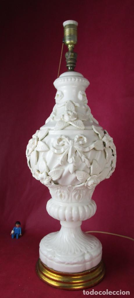 GRAN LAMPARA BONDIA MANISES CERAMICA BLANCA FLORES Y BUSTOS CLASICOS (Antigüedades - Iluminación - Lámparas Antiguas)