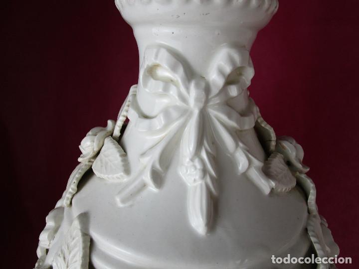 Antigüedades: GRAN LAMPARA BONDIA MANISES CERAMICA BLANCA FLORES Y BUSTOS CLASICOS - Foto 3 - 162956406
