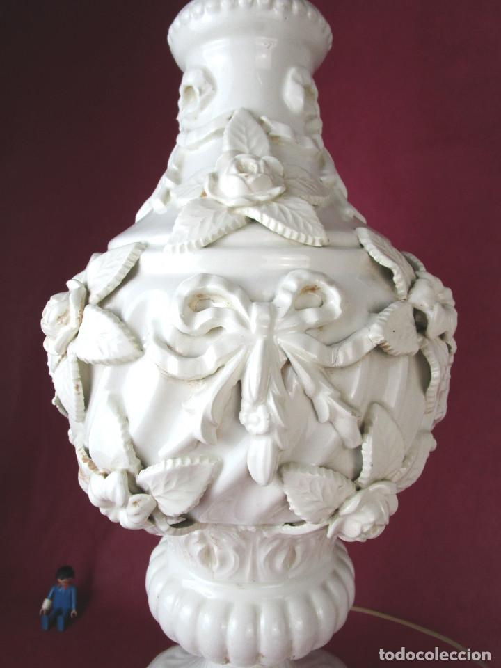 Antigüedades: GRAN LAMPARA BONDIA MANISES CERAMICA BLANCA FLORES Y BUSTOS CLASICOS - Foto 4 - 162956406