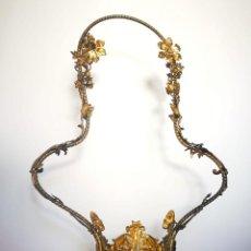 Antigüedades: ESPECTACULAR SOPORTE MODERNISTA PARA JARRÓN O JARDINERA ART NOUVEAU LATÓN O BRONCE. Lote 162959958