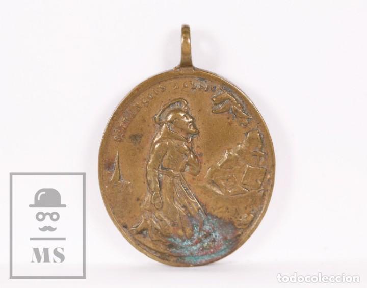 Antigüedades: Antigua Medalla Religiosa de Bronce - San Antonio de Padua / San Francisco de Asís - Finales S. XIX - Foto 2 - 163019642