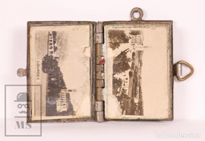 Antigüedades: Antiguo Librito Miniatura / Colgante Souvenir de Lourdes con Imágenes Fotográficas / Vistas - Foto 2 - 163020486