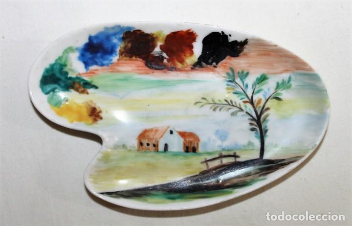 BANDEJA EN PORCELANA PINTADA A MANO - FIRMADA C. MARTINU - SEGUNDA MITAD SIGLO XX (Antigüedades - Porcelanas y Cerámicas - Otras)
