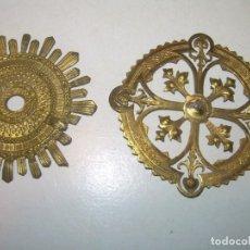 Antigüedades: DOS PEQUEÑAS CORONAS DE LATON PARA IMAGEN DE SANTOS.. Lote 163044658