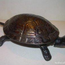 Antigüedades: ANTIGUO TIMBRE TORTUGA CON RESORTE DE RELOJERIA..TAMAÑO MUY GRANDE.SUPERIOR A LOS DE BOJ.. Lote 163045586