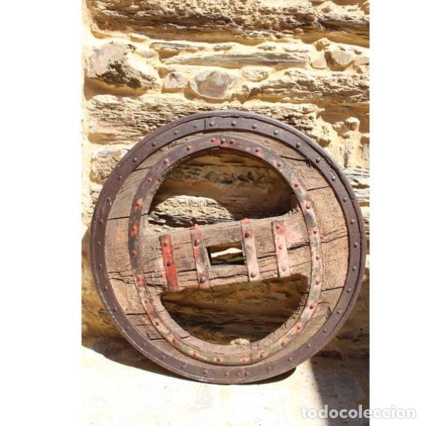 Antigüedades: Antigua rueda de carro - Foto 2 - 163080294
