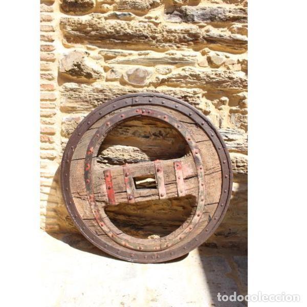 Antigüedades: Antigua rueda de carro - Foto 3 - 163080294